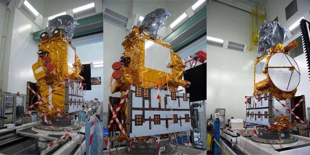 Le satellite Jason 3 entièrement assemblé. La photographie a été prise en avril 2015 dans l'usine cannoise de Thales Alenia Space. À l'époque, son lancement était prévu en juillet 2015 mais l'explosion d'un Falcon 9 un mois plus tôt avait contraint SpaceX à reporter son lancement. © Rémy Decourt