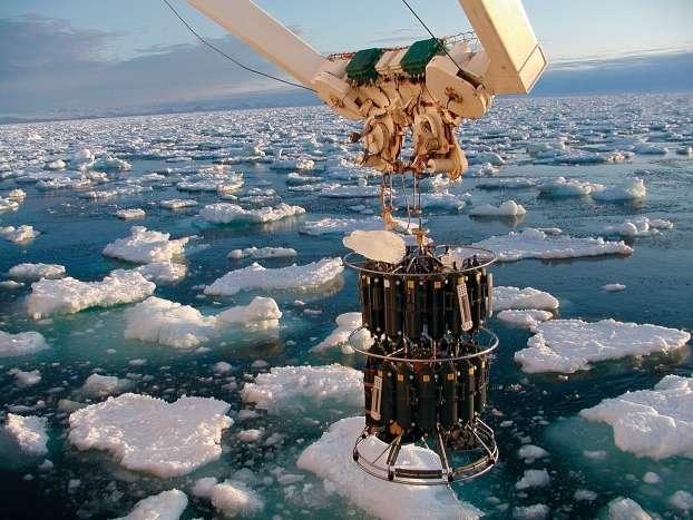 Première station hydrographique du projet Ovide au large du Groenland, le 18 juin 2002 (cette illustration fait la couverture du dernier numéro de la revue Nature Geoscience de février 2013). © Ifremer, Ovide