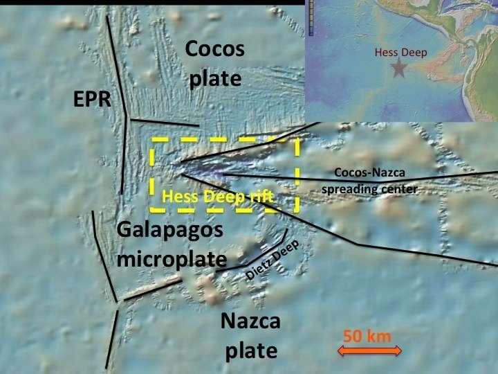 La région de Hess Deep est au large du Costa Rica. Elle est à la confluence de trois plaques tectoniques : la grande plaque pacifique (EPR), la plaque de Cocos (Cocos plate) et la plaque de Nazca (Nazca plate). La mission Hess Deep Plutonic Crust a pour but de forer la croûte océanique dans cette région. © Smith et al., 2011