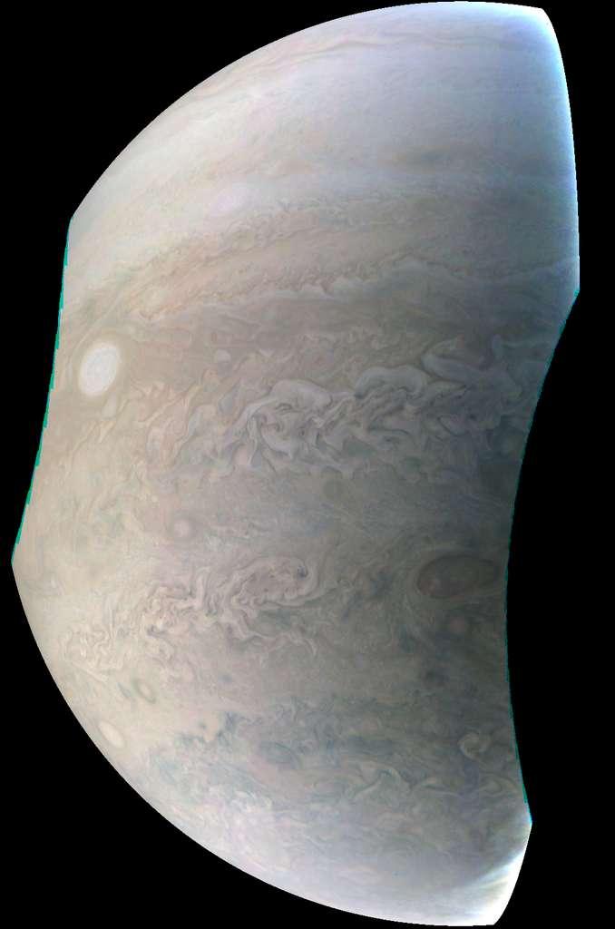 Une des huit tempêtes formant le « collier de perles » qu'arbore la géante Jupiter. © Nasa, JPL-Caltech, SwRI, MSSS