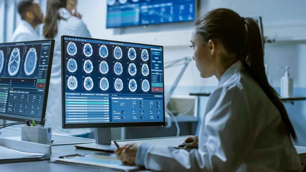 L'imagerie médicale permet, grâce au logiciel de traitement d'image, d'obtenir une représentation de l'intérieur du corps humain afin de diagnostiquer une pathologie ou choisir un traitement adapté. © Gorodenkoff, Adobe Stock.