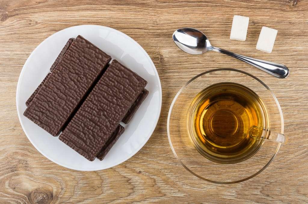 Le chocolat et le thé sont une source de caféine au même titre que le café.