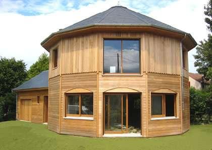 Les maisons en bois bénéficient d'un aspect écologique. © DR