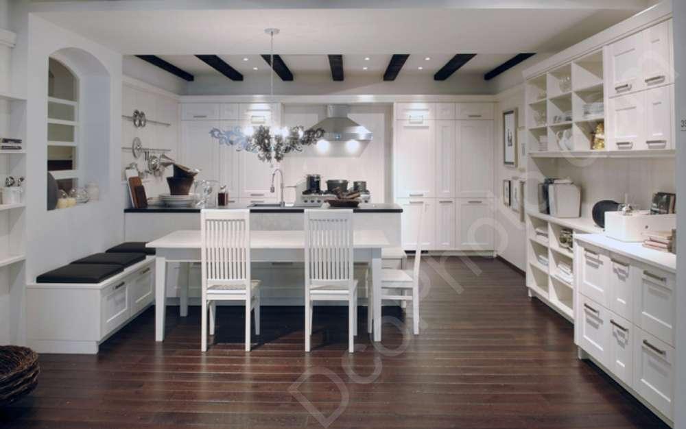 Une cuisine blanche de standing