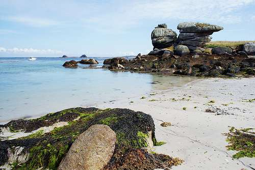 Paysage en mer d'Iroise avec des rochers défiant le temps et la nature. © JR Paris, Flickr, licence Creative Common, CC by-nc-sa 2.0