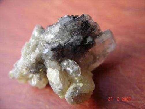 Échantillon de cérusite (24mm), provenance Morvandelle-Argentolle, découverte Redsun-2002. © DR
