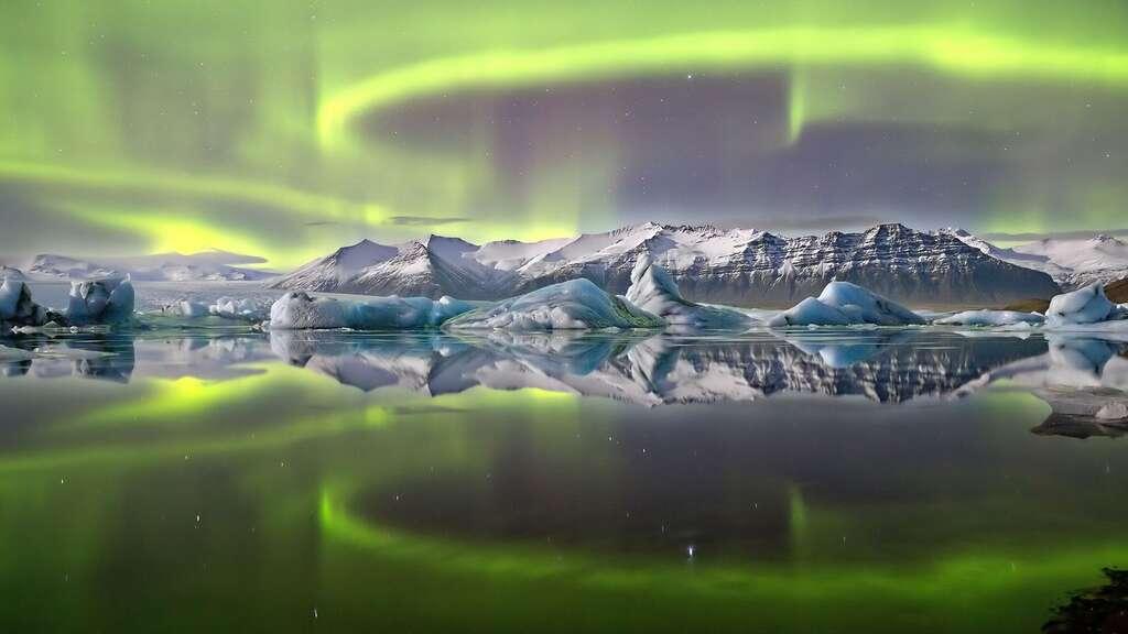 Aurore boréale au-dessus du glacier Vatnajökull