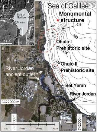 La structure de pierre (monumental structure, point rouge sur la carte) a été découverte au nord du site préhistorique Ohalo I, dans le lac de Tibériade en Israël. © Yitzhak Paz et al., International Journal of Nautical Archaeology