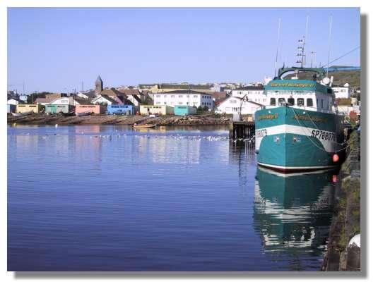 Le port de St Pierre. La pêche industrielle a longtemps été l'activité économique principale de l'archipel ; depuis une dizaine d'année les quotas de pêche sont très réduits, et il ne reste que quelques bateaux de pêche artisanale. © C. Marciniak