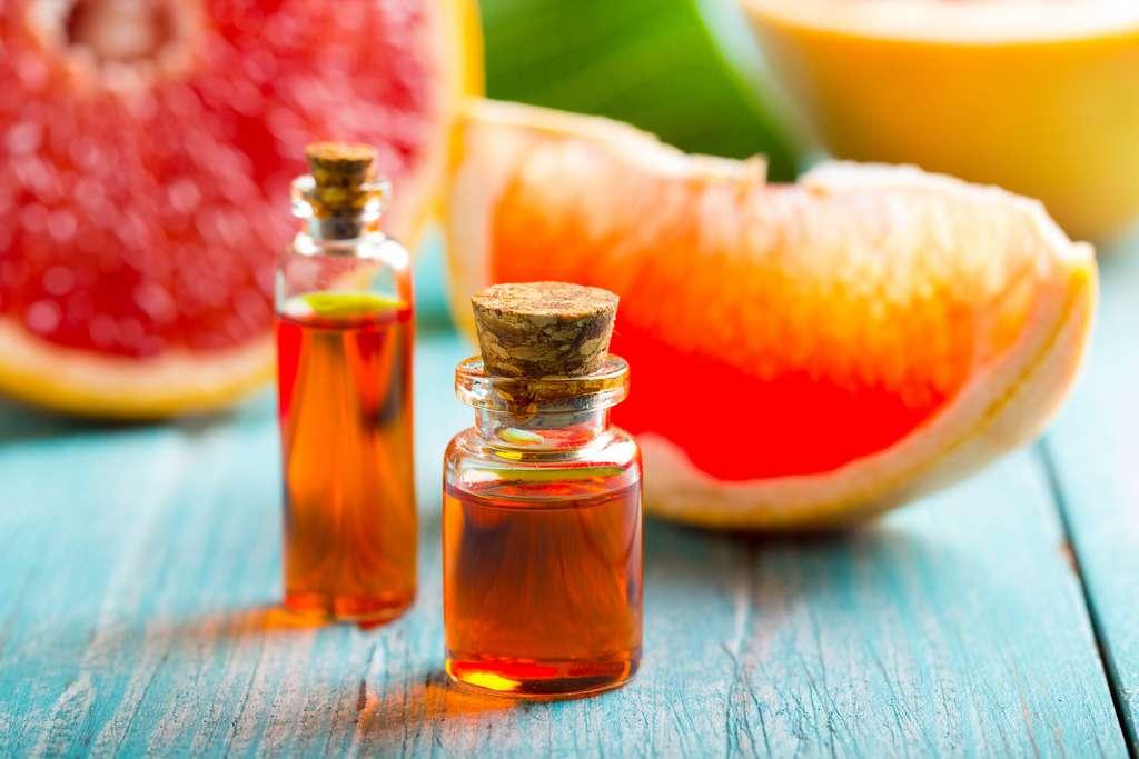 L'huile essentielle de pamplemousse calme les envies de sucre. © strelov, Adobe Stock