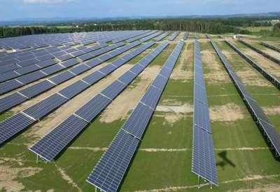 Centrale photovoltaïque de Pocking (Allemagne) composée de 62.500 modules. Puissance : + 10 MW pour 3.300 foyers desservis. © Martin Bucher