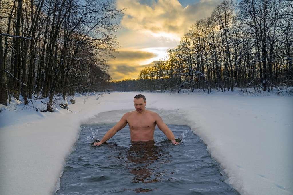 Le froid est l'un des trois piliers de la méthode Wim Hof. © Дмитрий Ногаев, Adobe Stock