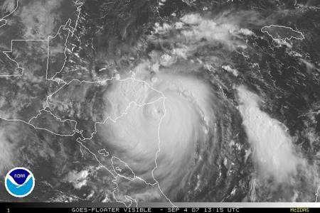 Le cyclone Félix a atteint les côtes du Nicaragua, son oeil est bien visible (Crédit NHC-NOAA).