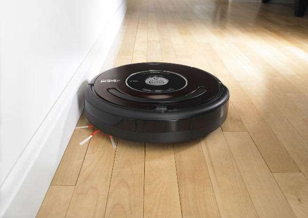 Première percée significative de la robotique domestique : le robot aspirateur. Ici, le Roomba 580 de iRobot. © iRobot