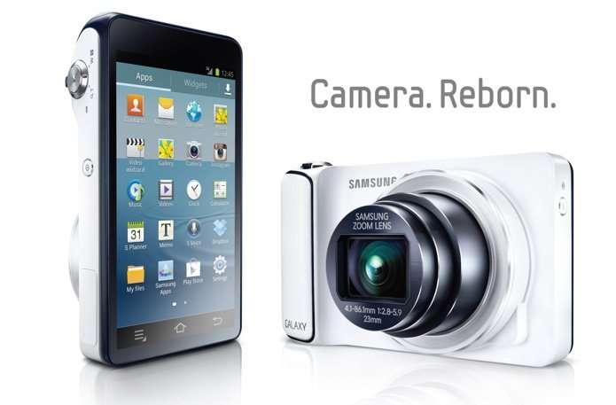 Le Samsung Galaxy camera, téléphone Android côté pile, appareil photo côté face. Présenté cet été, il semble s'inscrire dans une mouvance à succès. © Samsung