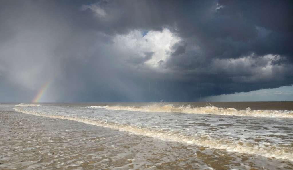 Arc-en-ciel et tempête à l'horizon. Un pétrolier prend la fuite (à droite). © James Bailey, Royal Photographic Society