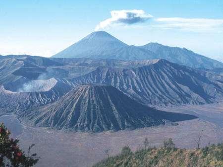 Le volcan Bromo, est de Java. © J.-Cl. Tanguy, CNRS