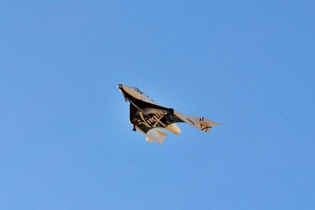 Le SpaceShipTwo lors d'un de ses vols d'essai. Les ingénieurs sont aux prises avec les vibrations trop importantes du moteur. © Virgin Galactic