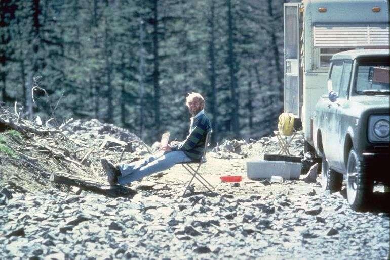 30.000 personnes déplacées par crainte d'une éruption avaient obtenu l'autorisation de retrouver leur domicile à partir du 18 mai, 10 heures… David Johnston, volcanologue, compte parmi les victimes du mont Saint Helens. © U.S. Geological Survey