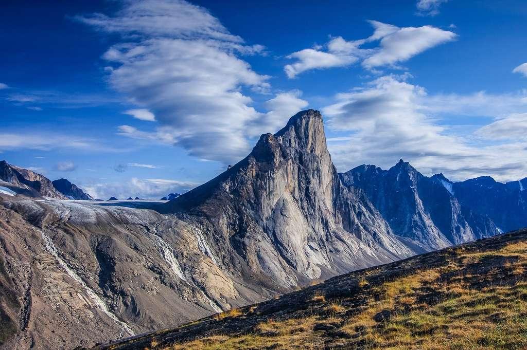 Le Mont Thor au Nunavut possède l'une des parois d'escalades les plus difficiles du monde. © ed, Adobe Stock