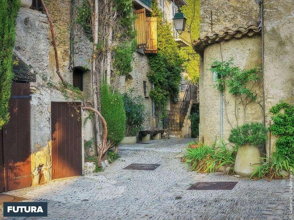 Le charme provençal d'une ruelle d'Eze