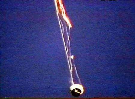Les parachutes de stabilisation ont été arrachés. Crédit Nasa