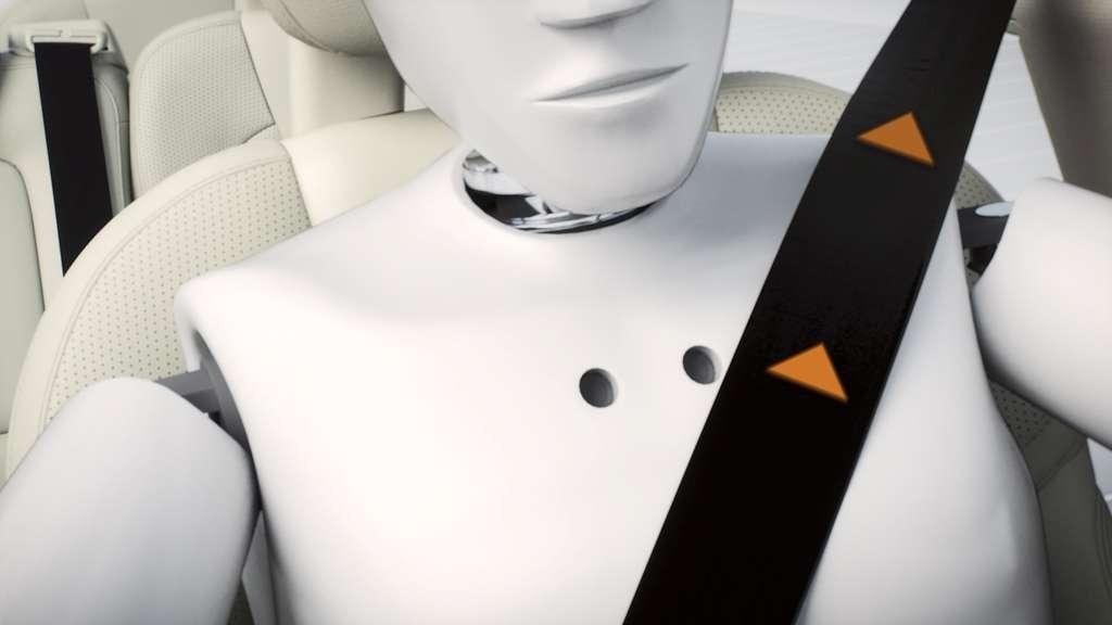 Le second système de sécurité inédit que proposera le XC90 est une protection contre les sorties de route. Des radars détectent un changement de trajectoire anormal et déclenchent plusieurs dispositifs d'alerte du conducteur ainsi qu'un serrage des ceintures de sécurité. © Volvo