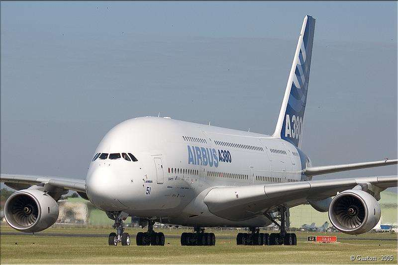 L'A380 arrive au Salon du Bourget 2005