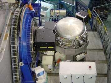 L'instrument Crires au foyer du télescope Antu de 8,20 mètres. Crédit : ESO