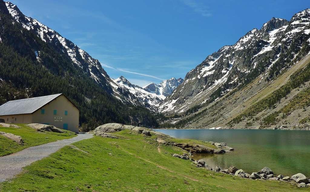 Le lac de Gaube au cœur du Parc national des Pyrénées. © thierry llansades, Flickr