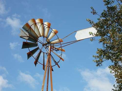 Éolienne à axe horizontal pour le pompage de l'eau. © bpmm CC by-nc-nd 2.0