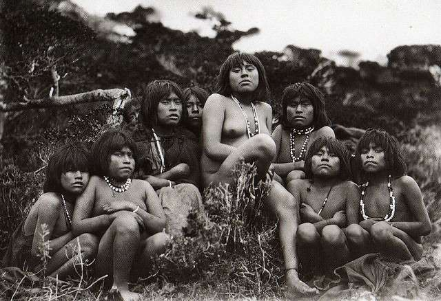 Femmes Yamanas © Marco Antonio Cortes Valencia - licence Creative Commons paternité 2.0 générique