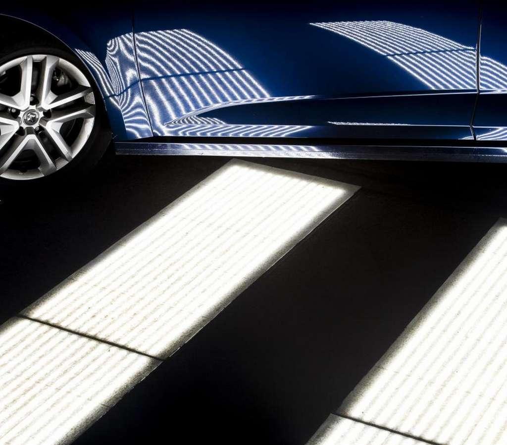 Des Led sont intégrées dans le revêtement routier pour créer un marquage modifiable. © Colas Entreprise