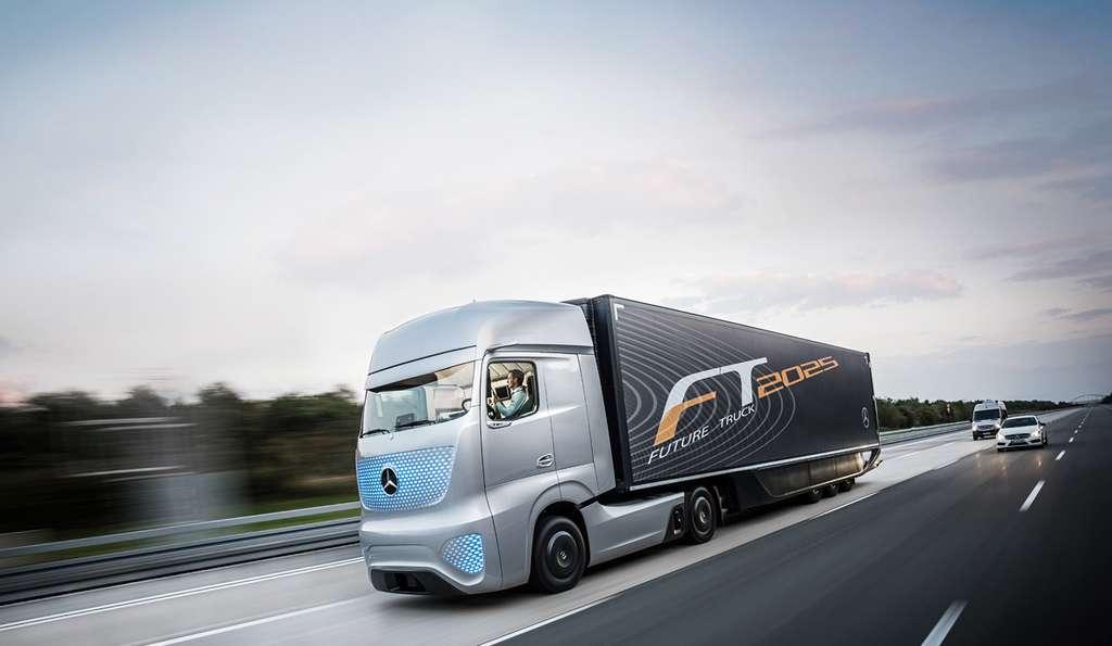 Mercedes-Benz a déjà des prototypes de camions semi-autonomes prêts à prendre la route. Mais la marque allemande explore aussi les concepts de demain © Mercedes-Benz
