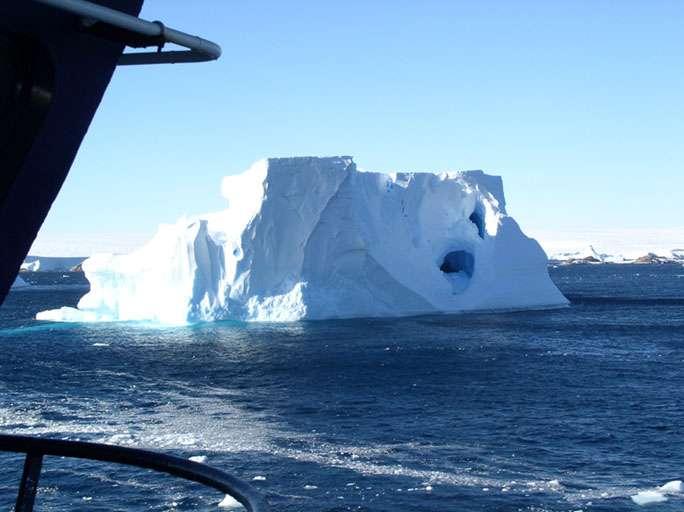 Iceberg au large de Dumont d'Urville, en Antarctique