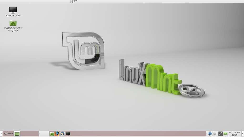 Le slogan de Linux Mint est « l'élégance vient de la liberté ». Si l'interface est personnalisable à outrance, l'élégance reste une question de goût. Le système est doté d'un bureau très classique avec sa barre des tâches, son menu de démarrage et sa zone de notification tout à droite. Il ressemble à celui des versions précédant Windows 8. © Sylvain Biget, Futura-Sciences