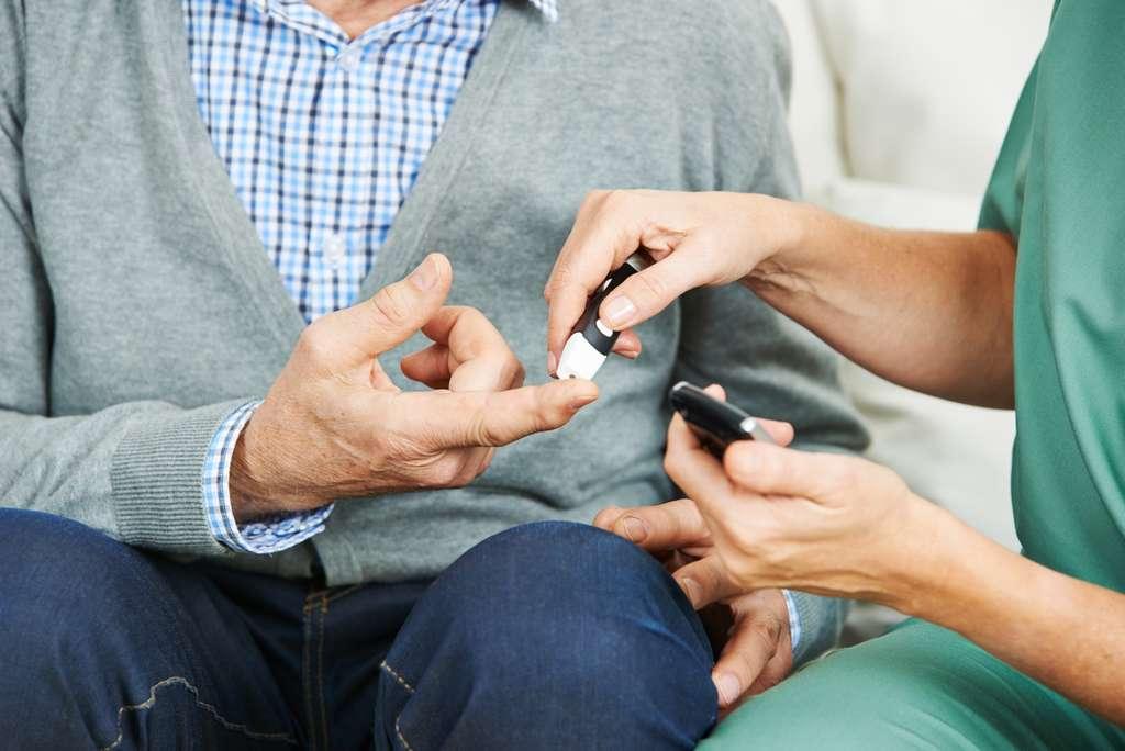 Chez les personnes diabétiques, la glycémie est généralement mesurée à l'aide d'un lecteur de glycémie © Robert Kneschke, Fotolia