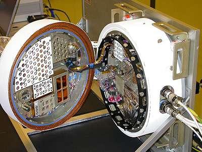 La plate-forme Biopan-6, construite par l'Esa et embarquant dix expériences sur l'exobiologie et l'exposition aux radiations. Dès l'injection de la capsule sur son orbite, ce gros boîtier s'ouvre pour exposer le contenu au vide spatial. © Esa