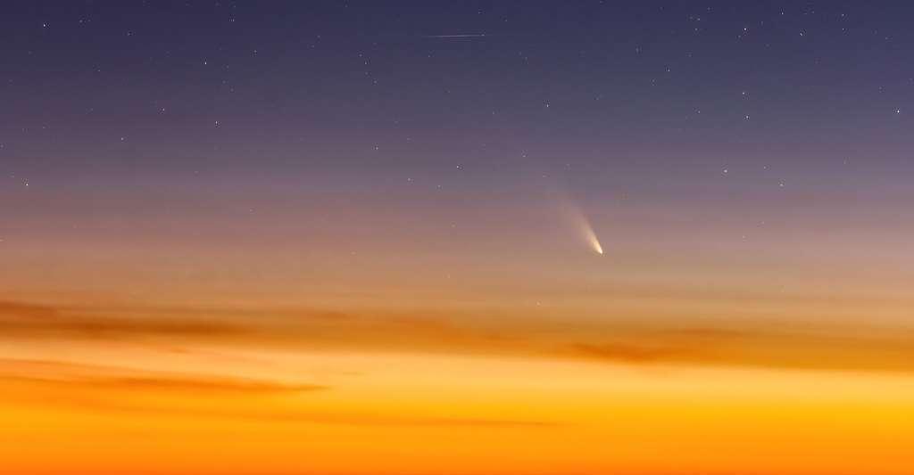 Magnifique comète au coucher du soleil. © © ESO - CC BY 4.0