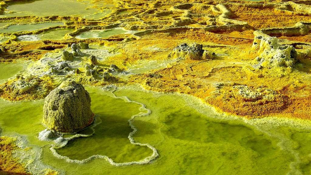 Source près du volcan Dallol, en Éthiopie