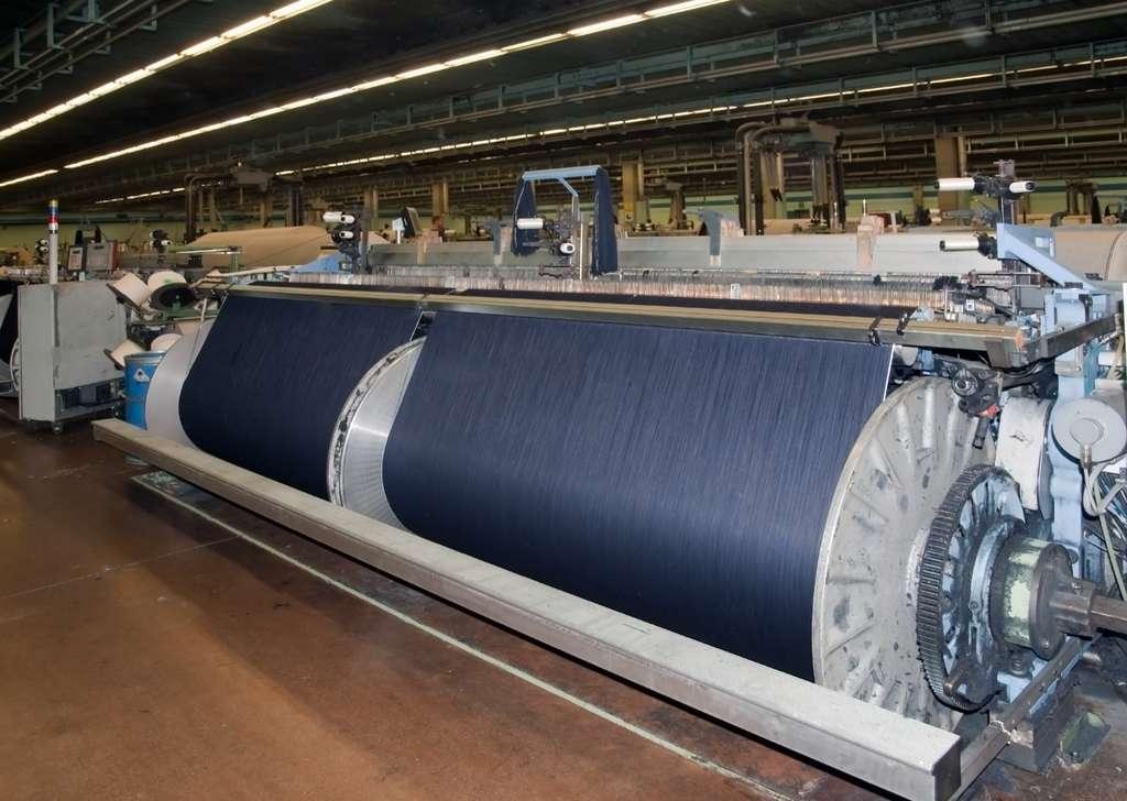 Si l'industrie textile peine à réduire l'impact environnemental de la fabrication de la toile denim, de plus en plus de marques inscrivent le jean éco-responsable au cœur de leur ADN. © Moreno Soppelsa, Adobe Stock