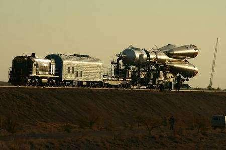Transport de la fusée Soyouz vers son pas de tir. Crédit photo Nathalie Pottier
