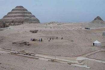 Le site enseveli sous le sable en 1991. © Photos Christian Décamps / Mission archéologique du Louvre à Saqqara