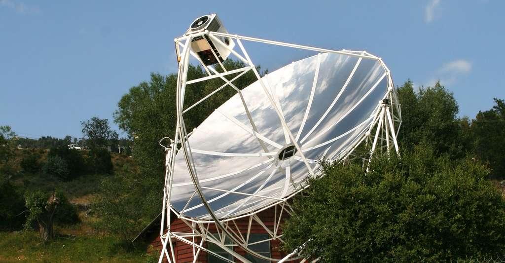 Élément parabolique « Dish-Stirling ». © Joël BEHR, Fotolia