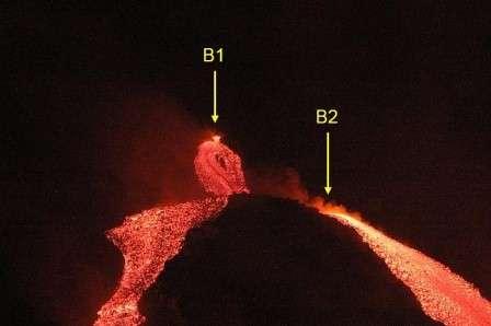 En janvier 2012, l'Etna (ici les deux bouches éruptives apparues en 2006) s'est de nouveau réveillé. Son activité va-t-elle se poursuivre ? Mais le volcan sicilien, le plus actif d'Europe, s'est déjà fait voler la vedette par un cousin islandais... © INVG