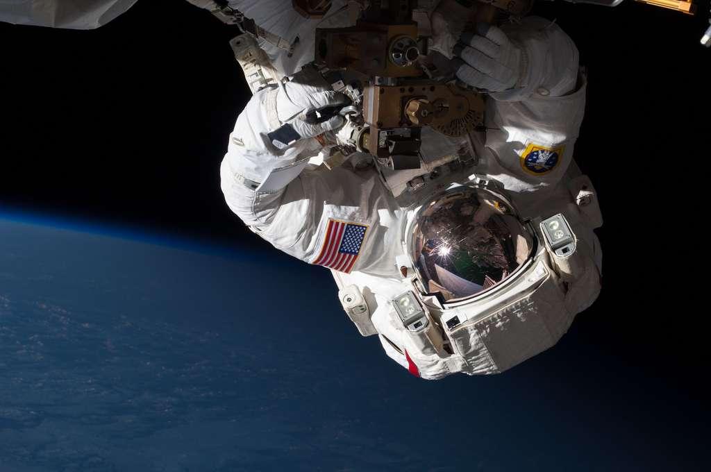Réparation de l'ISS en orbite