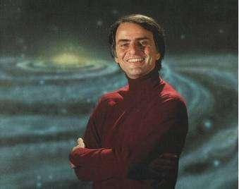 Carl Sagan, auteur de Cosmos et Contact, a tué le père Noël. © DR