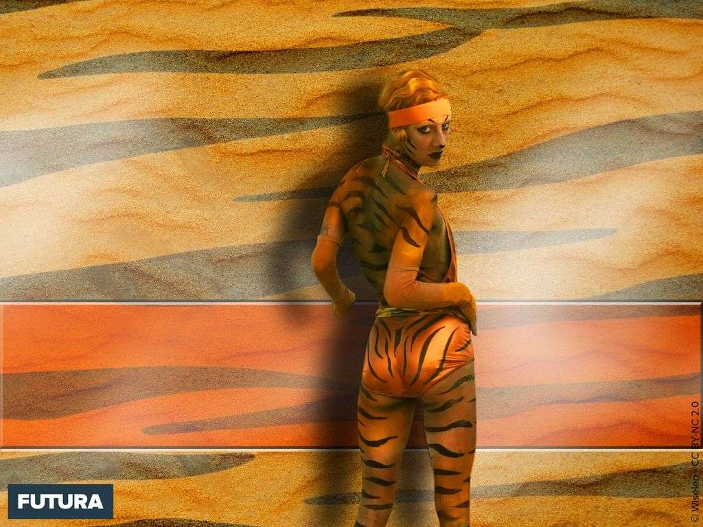 Femme, tenue de camouflage
