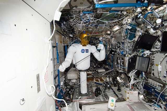 Robonaut 2 est un robot humanoïde qui doit aider l'équipe de la Station spatiale internationale. © NASA Johnson, Flickr, CC by-nc 2.0