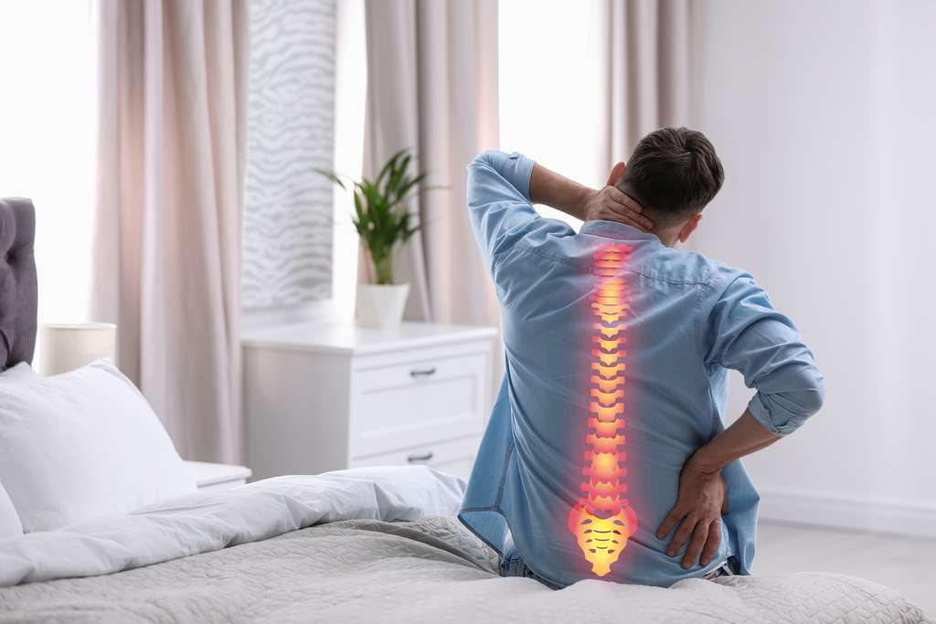 Quelle que soit la localisation du mal de dos, il existe des solutions pour soulager la douleur. © New Africa, Adobe Stock